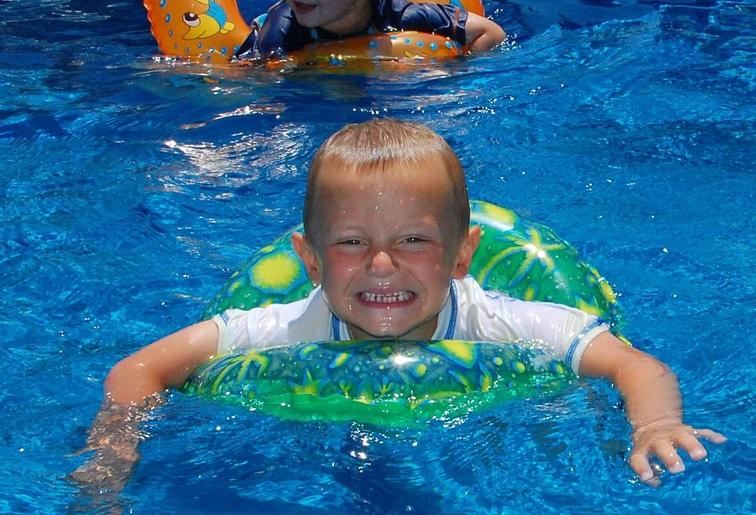 úszástanulás gyerekkel d4b692b3ab