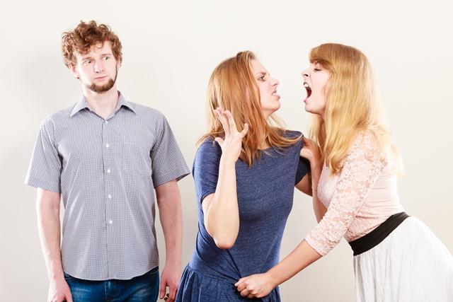 az ex-feleség valakivel randizik