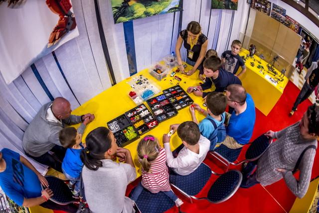 Építs LEGO(R) nyuszifarmot!