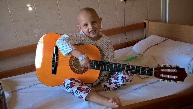 Zenével a Rákos Gyermekekért Alapítvány - Barbika