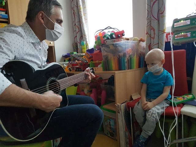 Zenével a Rákos Gyermekekért Alapítvány - Csabika