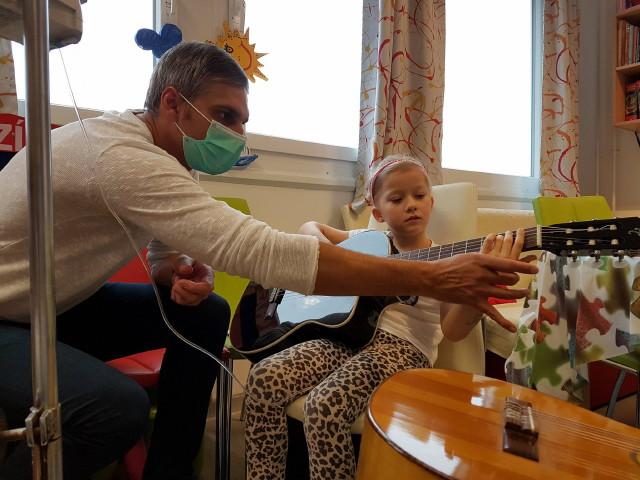 Zenével a Rákos Gyermekekért Alapítvány - Hédi