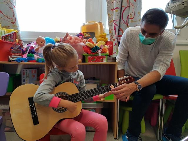 Zenével a Rákos Gyermekekért Alapítvány - Mira