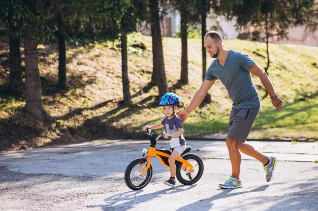 Biztonságos gyerek kerékpáros sisak