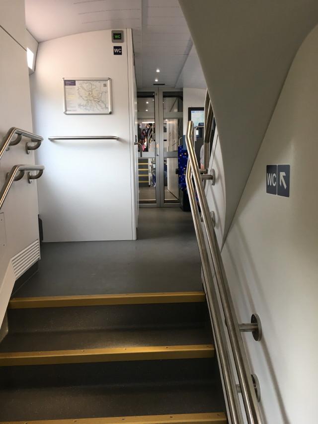 lépcső a vonaton