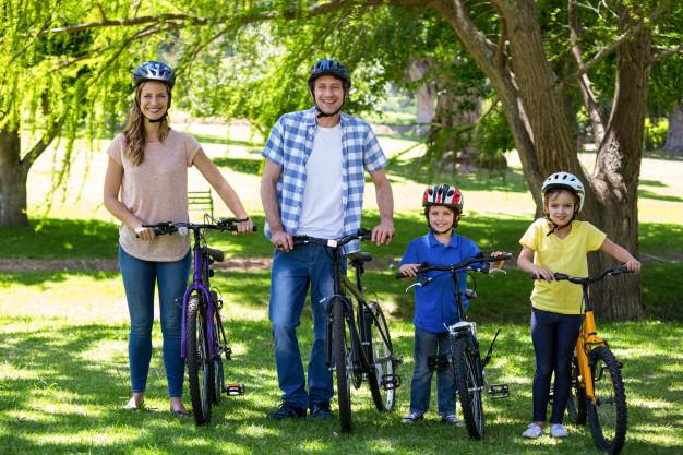 Családi kerékpározás