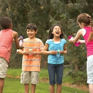 Töltsd tele! - nyári vizes játék gyerekeknek
