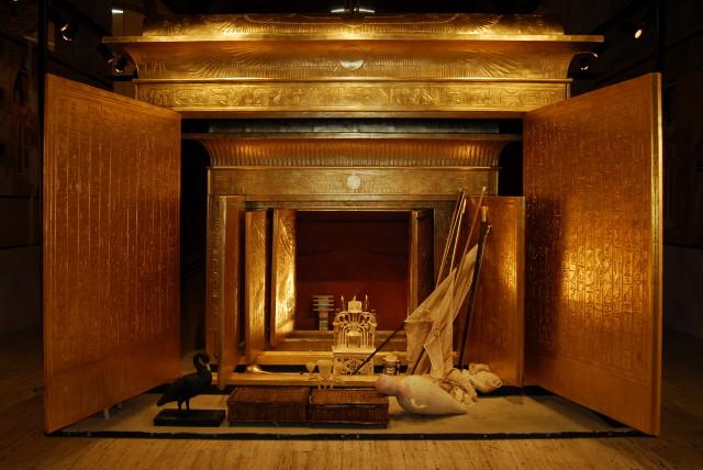 Tutanhamon kiállítás - Nyitott szentély
